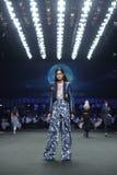 ` 2017 novo de Homme Spring//Summer do ` do ` SIRIVANNAVARI da coleção do desfile de moda e do ` do ` S no modelo real Foto de Stock Royalty Free