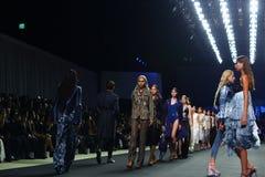 ` 2017 novo de Homme Spring//Summer do ` do ` SIRIVANNAVARI da coleção do desfile de moda e do ` do ` S no modelo real Foto de Stock