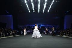 ` 2017 novo de Homme Spring//Summer do ` do ` SIRIVANNAVARI da coleção do desfile de moda e do ` do ` S no modelo real Imagens de Stock Royalty Free