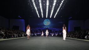 ` Novo do ` SIRIVANNAVARI da coleção do desfile de moda e ` Homme Spring//Summer 2017 do ` S
