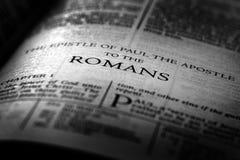 Novo testamento Christian Gospel Romans da Bíblia fotografia de stock royalty free