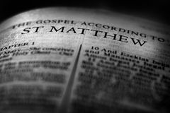 Novo testamento Christian Gospel St Matthew Saint da Bíblia fotografia de stock