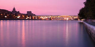 Novoandreevsky Brücke in Moskau am Sonnenuntergang Lizenzfreies Stockbild