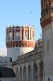 Novodevechy klostertorn i Moskva Royaltyfria Bilder