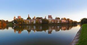 Novodevichiy女修道院全景在莫斯科俄国 库存照片