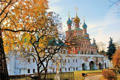 Novodevichy女修道院在莫斯科在秋天 免版税图库摄影