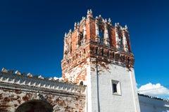 Novodevichy女修道院的堡垒塔在莫斯科 免版税图库摄影