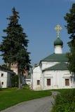 Novodevichy Bogoroditse-Smolensky修道院-正统女修道院在Devichie领域的莫斯科在Moskva河的弯的 免版税库存图片