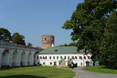 Novodevichy Bogoroditse-Smolensky修道院-正统女修道院在Devichie领域的莫斯科在Moskva河的弯的 免版税图库摄影