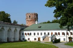 Novodevichy Bogoroditse-Smolensky修道院-正统女修道院在Devichie领域的莫斯科在Moskva河的弯, Th的 免版税库存照片