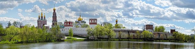 Novodevichy kloster i Moscow Arkivfoton