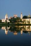 Novodevichy kloster (på natten), Moskva, Ryssland Arkivfoton