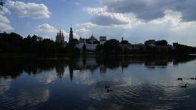 Novodevichy-Kloster-Sommerwolke bis zum Tag stock footage