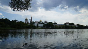 Novodevichy-Kloster-Sommerwolke bis zum Tag stock video footage