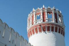 Novodevichy klostertorn Arkivfoto