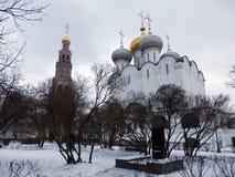 Novodievichi-Kloster im Winter in Moskau lizenzfreie stockbilder