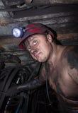 Novogrodovka, Ucrânia - janeiro, 18, 2013: Mineiro no local de trabalho na mina 1/3 Novogrodovskaya em uma profundidade de 800 me Imagem de Stock Royalty Free
