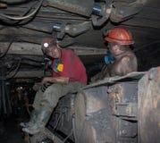 Novogrodovka, Ucrânia - janeiro, 18, 2013: Os mineiros no minuto Fotografia de Stock