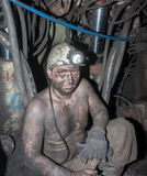 Novogrodovka Ukraina - Januari 18, 2013: Gruvarbetare i arbetsplatsen Royaltyfria Bilder