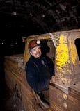 Novogrodovka, Ukraine - 18. Januar 2013: Fahrer des untertägigen elektrischen Arbeitsplatzes Lizenzfreie Stockfotografie
