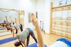 Novokuzneck,俄罗斯, 30 01 2018年:小组瑜伽类 库存图片