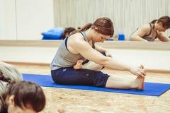 Novokuzneck,俄罗斯, 30 01 2018年:小组瑜伽类 免版税库存照片