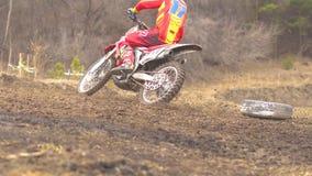 Novokuzneck,俄罗斯- 21 04 2018年:摩托车越野赛竞争 股票视频