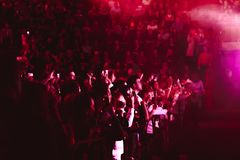 Novokuzneck, Ρωσία - 02 04 2018: άνθρωποι στη συναυλία Στοκ Εικόνες
