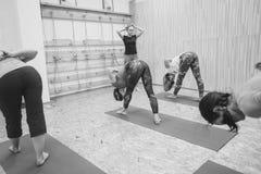 Novokuzneck, Россия, 30 01 2018: занятия йогой группы Стоковые Фото