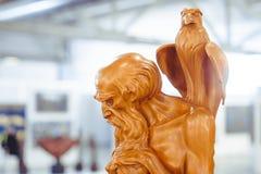 Novokuzneck 俄罗斯- 09 04 2018年:木雕塑 库存图片