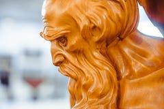 Novokuzneck Rússia - 09 04 2018: escultura de madeira imagens de stock