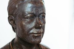 Novokuzneck, Rosja - 01 07 2018: brązowy popiersie mężczyzna w muzeum Fotografia Royalty Free