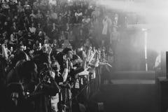 Novokuzneck, Rosja - 02 04 2018: ludzie przy koncertem Zdjęcie Stock