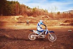 Novokuzneck, Rosja - 21 04 2018: motocross rywalizacje na śladzie Obraz Royalty Free