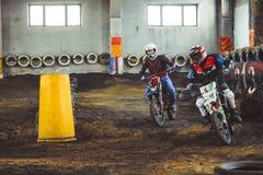 Novokuzneck, Rosja - 21 04 2018: motocross rywalizacje na śladzie Zdjęcia Stock