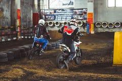 Novokuzneck, Rosja - 21 04 2018: motocross rywalizacje na śladzie Obrazy Stock