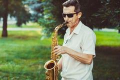 Novokuzneck, Rosja, 16 07 2017: saksofonista sztuki na ulicie Obraz Royalty Free