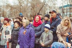 Novokuzneck, RUSIA - 9 de mayo de 2018: la gente celebra día de la victoria en Rusia Imagen de archivo libre de regalías