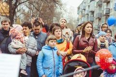 Novokuzneck, RUSIA - 9 de mayo de 2018: la gente celebra día de la victoria en Rusia Imagenes de archivo