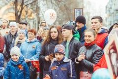 Novokuzneck, RUSIA - 9 de mayo de 2018: la gente celebra día de la victoria en Rusia Imagen de archivo