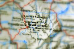 Novokuznetsk en stad i Ryssland fotografering för bildbyråer