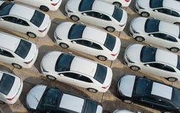 Novorossijsk, Russia - maggio, 18, 2017: Molte nuove automobili Toyota Corolla hanno parcheggiato sul sito da vendere Vista da so Fotografia Stock