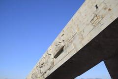 Novorossiysk, amiral Serebryakova, Malaya Zemlya complexe commémoratif de St de Naberezhnaya Un monument triangulaire et un bas-r images libres de droits