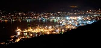 Novorossiysk na noite Fotografia de Stock Royalty Free