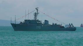 NOVOROSSIYSK ROSJA, LIPIEC, - 29, 2018: Świętować dzień Rosyjska marynarka wojenna Morski trałowa ` Valentin Pikul ` wewnątrz zbiory