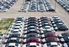Novorossiysk, Russland - Mai, 18, 2017: Viele Neuwagen Toyota Corolla parkten auf dem Standort für Verkauf Ansicht von oben Lizenzfreies Stockfoto