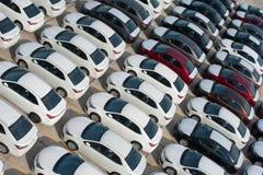 Novorossiysk, Russland - Mai, 18, 2017: Viele Neuwagen Toyota Corolla parkten auf dem Standort für Verkauf Ansicht von oben Stockbilder