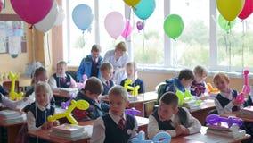 NOVOSIBIRSK, ΡΩΣΙΑΣ - 1.2016 Σεπτεμβρίου: παιδιά στο σχολείο γραφείων φιλμ μικρού μήκους