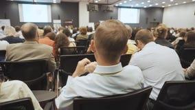 NOVOSIBIRSK ΡΩΣΙΑ - 20 06 2017: Έννοια κατάρτισης γραφείων συνεδρίασης των διασκέψεων σεμιναρίου επιχειρηματιών μπλε γυναίκες ουρ απόθεμα βίντεο