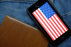NOVOSIBIRSK, ΡΩΣΙΑ - 13 ΔΕΚΕΜΒΡΊΟΥ 2016: Η σημαία της Αμερικής στο iphone Apple Στοκ Εικόνες